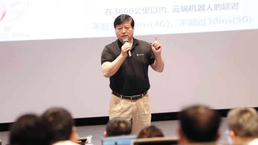 达闼科技黄晓庆:云端智能机器人是5G杀手级应用