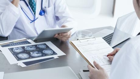 医法汇医疗律师丨内科医生做了外科手术,医院被判担全责